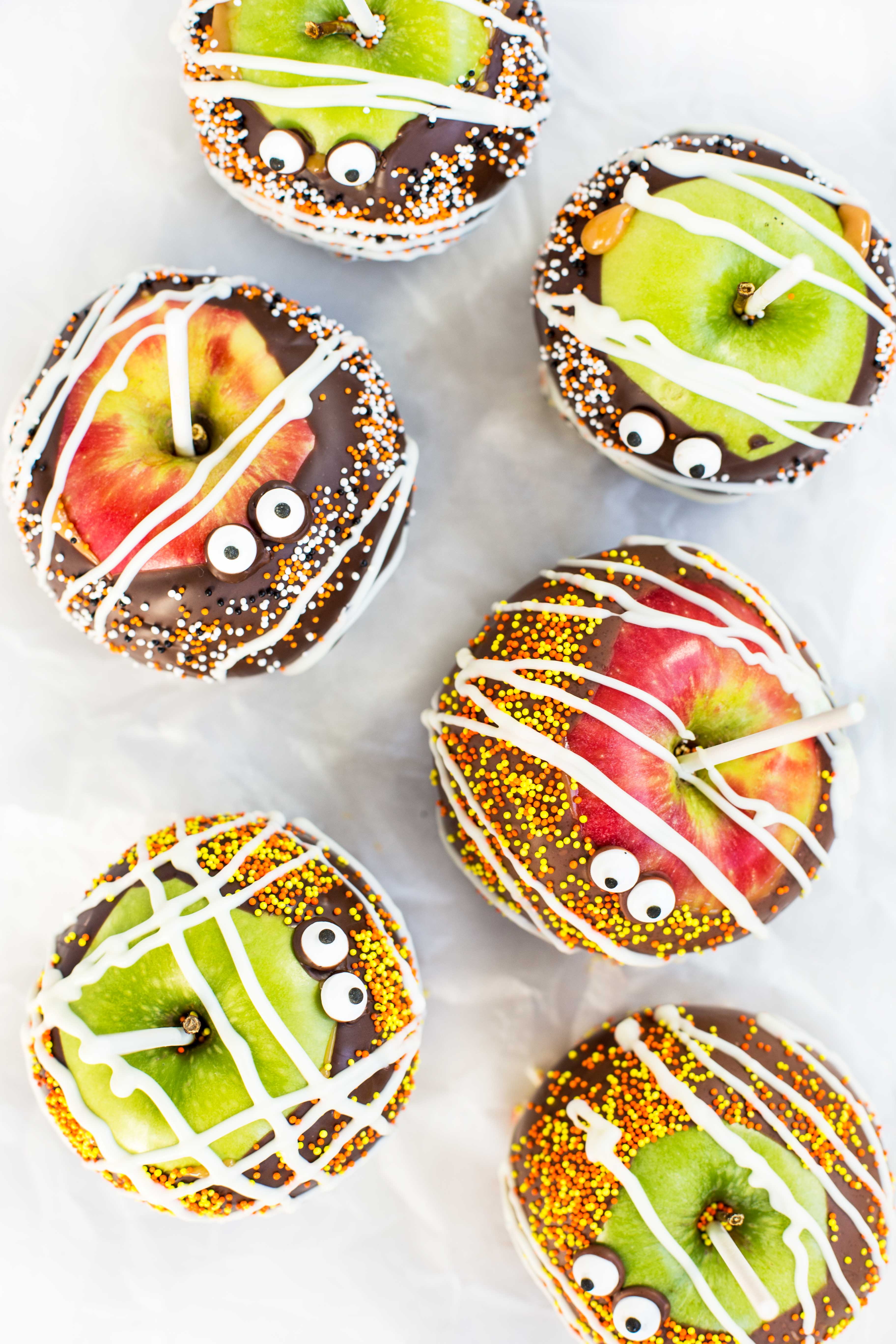 chocolate-caramel-candy-apples-above
