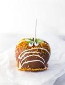 single-chocolate-caramel-candy-apple