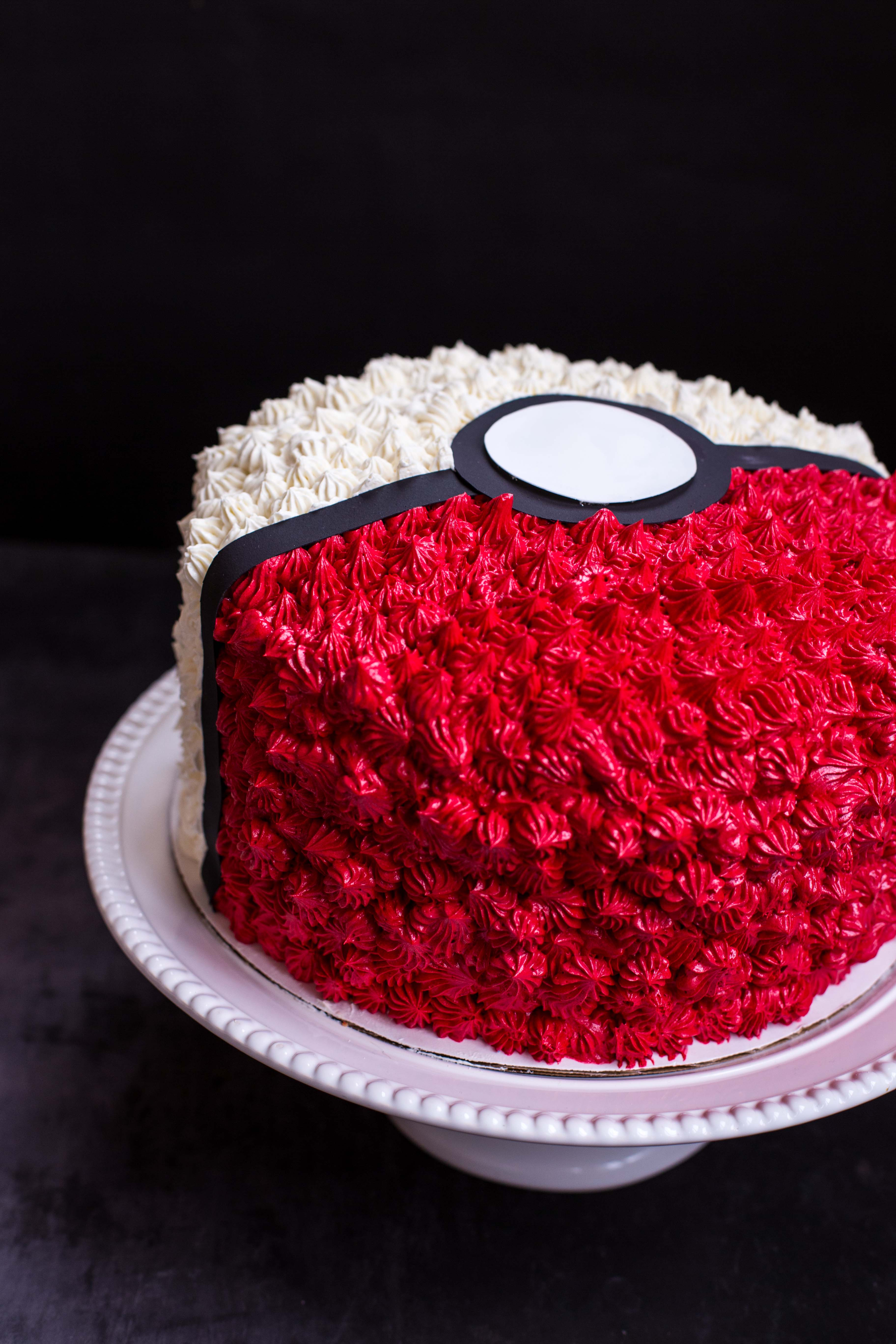Poke Ball Cake